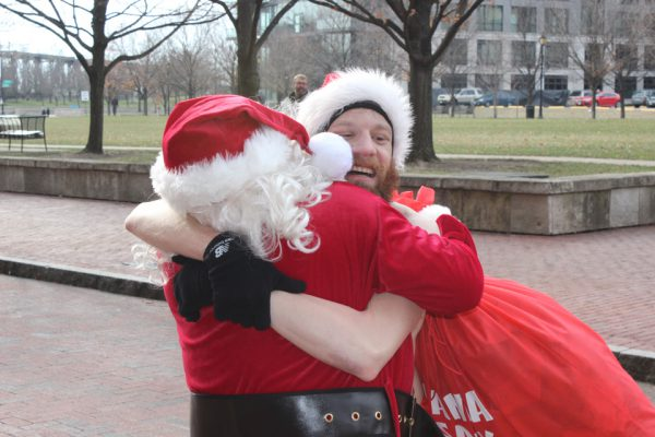 Santa Speedo Dash for Diabetes runner hugs Santa