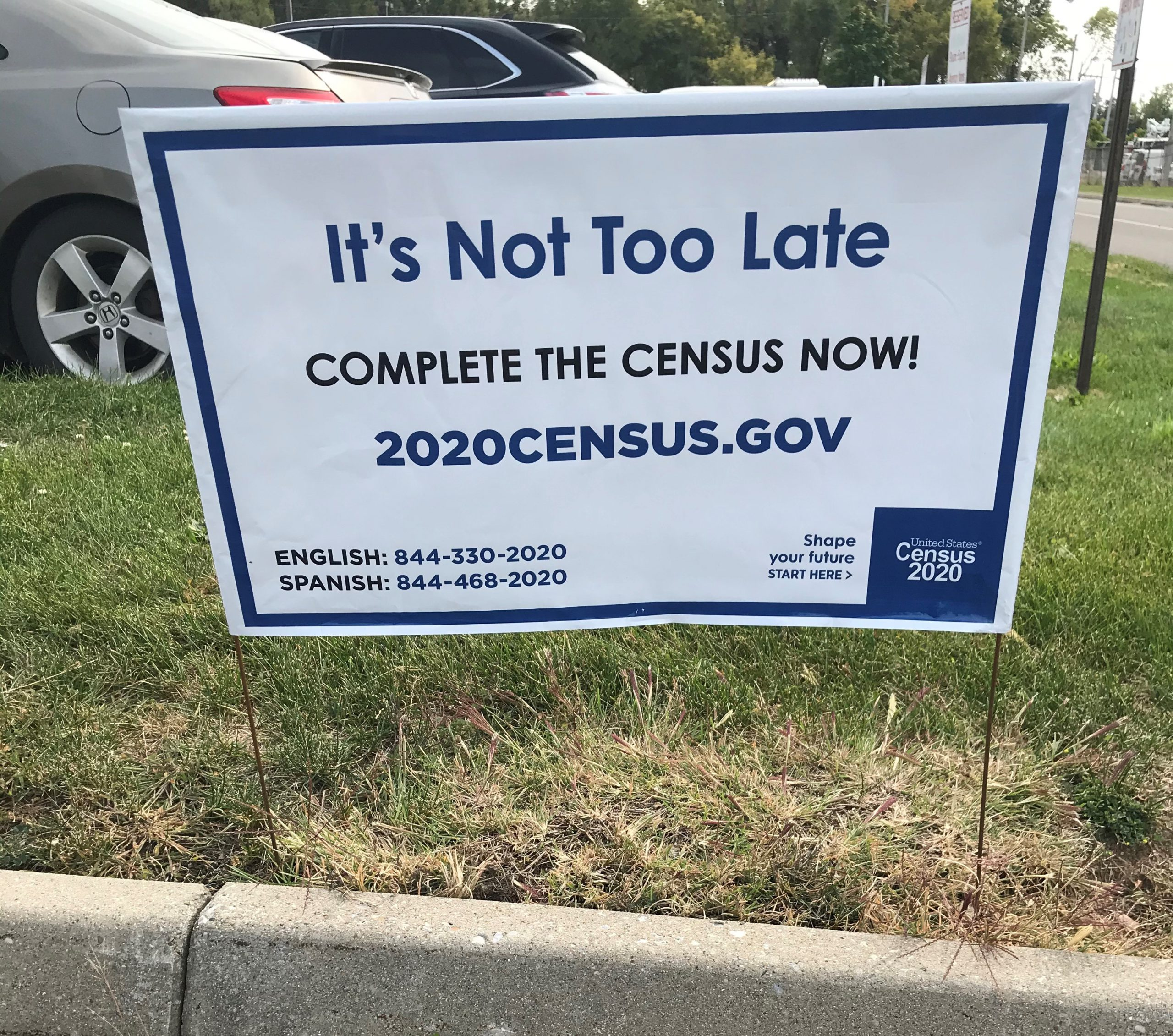 Census sign encouraging people to complete the 2020 census.